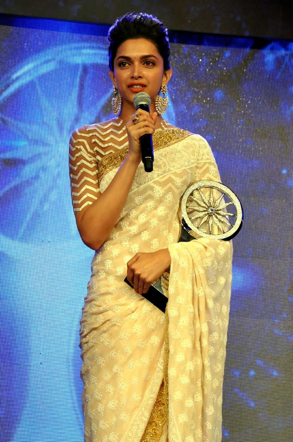 25 Hottest Images of Deepika Padukone In Saree